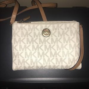 Micheal Kors Crossbody Purse (beige and tan)